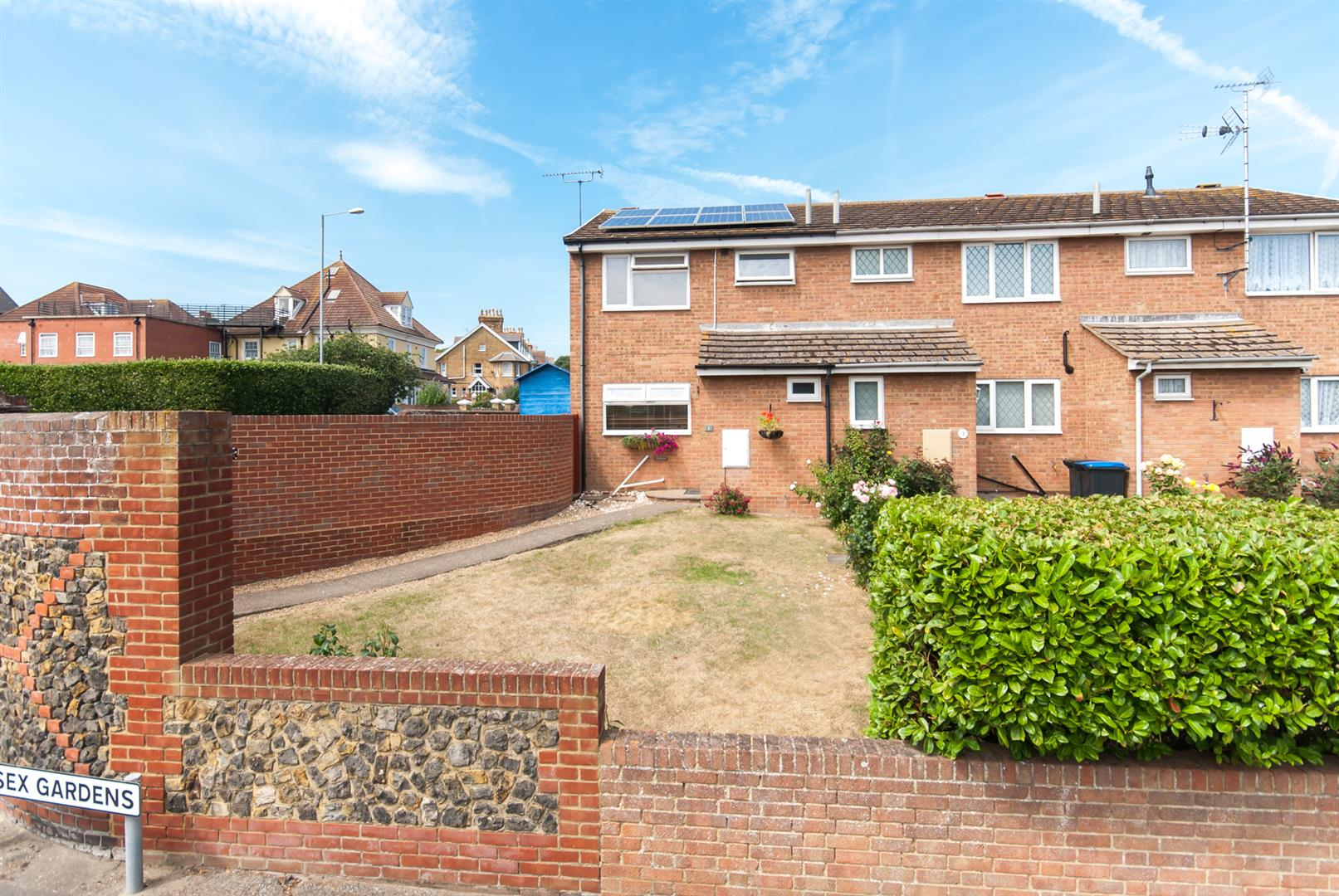 3 Bedrooms Semi Detached House for sale in Sussex Gardens, Westgate-On-Sea